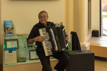 Cupertino wine accordion Reno De Bono